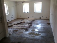Rekonstukce-chalupy-domu-betononovani-podlahy