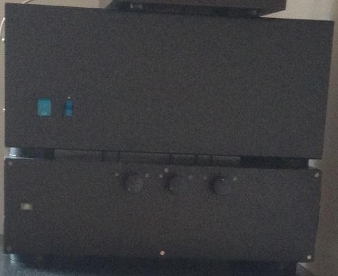 Zesilovač TDA7293 dole a DPA 1000 nahoře
